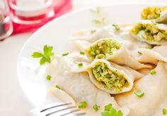 Pierogi z brokułami, twarogiem i jajkami Polish Dumplings, Tacos, Pierogi, Mexican, Ethnic Recipes, Food, Essen, Meals, Yemek