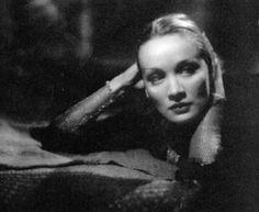 Marlene Dietrich: Shanghai Lil.