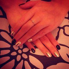Mirror nails #nails #nailstagram #manicure #beautybym #mirrornails #blacknails #gelnails #gelmanicure #chromenails #chrome #mirror