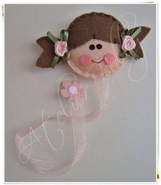 Felt dolls and bears (Lembrancinhas Maternity, Birth, Baby Tea . Felt Crafts, Crafts To Make, Crafts For Kids, Arts And Crafts, Diy Crafts, Beaded Ornaments, Felt Ornaments, Felt Bookmark, Bookmark Ideas