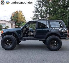 How many 80s out there do we having following us? #Reposting @andrewpounder #4wdto #halfdoors #landcruiser #wheeling #4x4 http://ift.tt/2uFSPUm