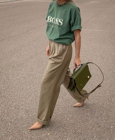 Move Over, Grandma—These 5 Grandpa Trends Slap Discover and shop the new trend aesthetic fashion girls are loving: grandpa trends. - The 5 Grandpa Fashion Trends That Are Everywhere Right Now Aesthetic Fashion, Look Fashion, Girl Fashion, Fashion Outfits, Fashion Trends, Womens Fashion, Gothic Fashion, Fashionista Trends, Steampunk Fashion