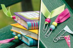 Aus Büroklammern werden süße Lesezeichen | DIY | Basteln Diy Arts And Crafts, Diy Crafts For Kids, Projects For Kids, Kids Crafts, Art N Craft, Bookbinding, Diy Gifts, Presents, Crafty