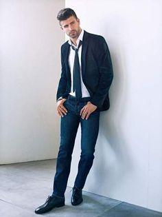 """ Gerard Piqué Returns for H. by Mango Fall/Winter 2012 Campaign "" Sharp Dressed Man, Well Dressed Men, Glamour Moda, Mario Gomez, Xabi Alonso, Mode Style, Men's Style, Manga, David Beckham"