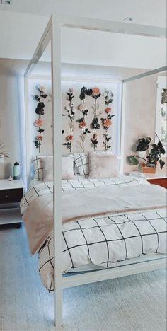 Cute Bedroom Decor, Room Ideas Bedroom, Stylish Bedroom, Teen Room Decor, Small Room Bedroom, Bedroom Inspo, Teen Bedroom, Small Rooms, Bedroom Inspiration