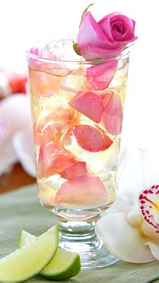 My dear Joyce, I prepared for your garden party a delicious rose mojito. Fancy Drinks, Cocktail Drinks, Cocktail Recipes, Rose Cocktail, Refreshing Drinks, Yummy Drinks, Non Alcoholic Drinks, Beverages, Drinks Alcohol