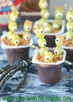 Fun Halloween Idea! Healthy, Low Calorie, Grape Eyed Monster Pudding Cups www.fooddonelight.com #SnackPackMixins #CollectiveBias #shop