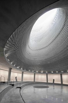 An undulating, steeped memorial hall designed by Israeli practice Kimmel Eshkolot Architects has been constructed in commemoration of Israel's fallen soldiers.