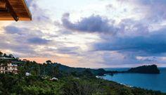 10. Hotel Costa Verde, Cefalu, Sizilien Das Resort ist ein großes, stimmungsvolles Hotel, dessen Schwerpunkt Unterhaltung und Aktivitäten sind. Es gibt 380 Zimmer, die gut für Familien geeignet sind. Alle Zimmer haben einen Balkon und eine Klimaanlage. Zu der Anlage gehört ein großes Schwimmbad mit einem getrennten Becken für Kinder und das Hotel verfügt über ...