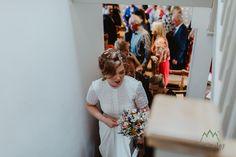 Veselá svatební fotografie Chilli Barn s Christine a Mat. Tito dva se rozhodli proti tradici a dělali věci svou cestou s takovou zábavou! Cheer, Flower Girl Dresses, Dresses With Sleeves, Wedding Photography, Wedding Dresses, Ideas, Fashion, Wedding, Fotografia
