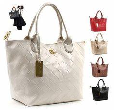Bolsas importadas e requisitadas já é possível achar com preços acessíveis para todos os bolsos.Veja aqui os cuidados e como comprar uma bolsa de marca.