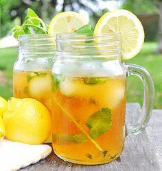 """Y cuando aprieta el calor no puede faltar un clásico de los tés fríos como el """"Té Negro con Limón""""... Pero si queréis sorprender podéis añadirle especias como la canela o el jengibre. Aquí nuestra versión especiada del clásico IceTea! +info http://www.iloveteacompany.com/2016/07/icetea-limon-canela-jengibre.html"""