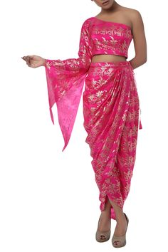Pink printed one shoulder top with drape skirt Design by Masaba at Pernia's Pop Up Shop Dress Indian Style, Indian Fashion Dresses, Indian Designer Outfits, Mehendi Outfits, Indian Bridal Outfits, Diwali Dresses, Designer Party Wear Dresses, Indian Gowns, Western Dresses
