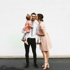 So sweet little ones cute family, family photos at family go Cute Family, Baby Family, Family Goals, Family Kids, Family Portraits, Family Photos, Family Posing, Future Maman, Mommy And Me