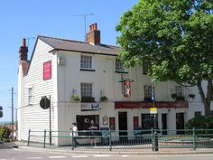 https://flic.kr/p/eDzBtF | Ye Olde Crown pub at Rayleigh