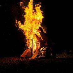 When the fire starts to burn #ognisko #warmia #happybirthdaytostaszek #100lat #kawkowo #gdziejestkielbasa