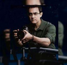 Gözlükler..fotoğraf makinası..tam bir sofistike imaj