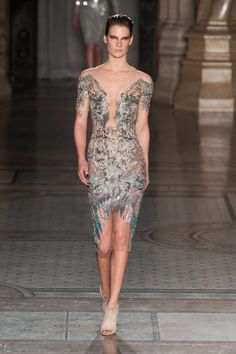 Julien Macdonald Fall 2014 Ready-to-Wear Collection