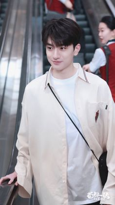 Hot Asian Men, Asian Boys, Asian Actors, Korean Actors, Boy Paradise, Girl Friendship, Ulzzang Korean Girl, Cute Stars, Aesthetic Boy