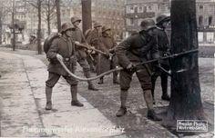 Rob Schäfer @GERArmyResearch  Feb 3 #SpartacistUprising #Berlin, 1919 - Flame thrower squad of Freikorps Potsdam #history @I_love_Berlin pic.twitter.com/AmzTaGTsvE