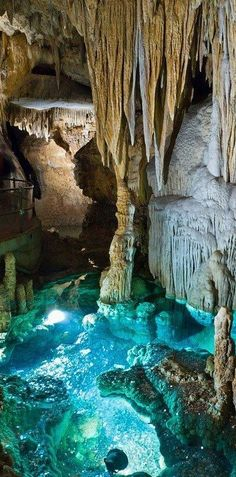 Virginia's geological masterpiece; a labyrinth of cathedral-sized caves crystal clear pools.