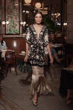 Johanna Ortiz Resort 2019 Fashion Show Collection: See the complete Johanna Ortiz Resort 2019 collection. Look 38 Fashion Week, Look Fashion, Runway Fashion, High Fashion, Fashion Outfits, Womens Fashion, Fashion Design, Fashion Trends, 50 Fashion