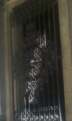 Portal en hierro calle Maria Cubi de Barcelona