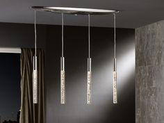 Preciosa lámpara LED realizada en metal acabado cromo brillo, con barras de acrílico transparente y burbujas interiores.