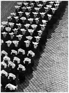 Ernö Vadas. Procession. Budapest, 1934.