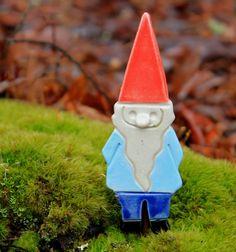 Handmade poterie Gnome jardin jeu, aimant ou ornement - 2-3 semaines pour la livraison