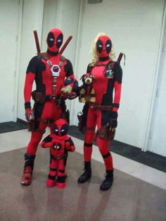 Deadpool, Lady Deadpool, Headpool, Dogpool, and Kidpool?! Best family cosplay ever!