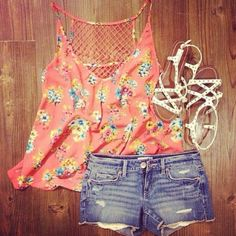 Cute summer outfit<3 would have done yellow sneakers instead of sandals though...