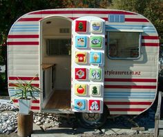 vintage camper trailer glamping - super cute,, plain and simple! Kitchen and bed Vintage Campers Trailers, Retro Campers, Cool Campers, Vintage Caravans, Camper Trailers, Happy Campers, Tiny Trailers, Rv Campers, Retro Caravan