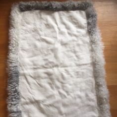 Just finished sewing the trimming on another sheepskin rug. Ready for printing! 😃