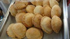 Psstelitos de carne , piña y queso. Nicaraguan Food, Empanadas, Queso, Bread, Cooking, Meals, Breads, Fruit, Cuisine