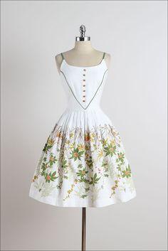Field Daisy . vintage 1950s dress . vintage by millstreetvintage