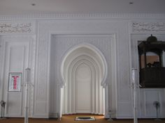 31 Ideas For Decor Morrocan Beautiful Mosque Architecture, Architecture Design, Altar, White Wall Bedroom, Entryway Stairs, Prayer Corner, Prayer Room, Grand Mosque, Door Design