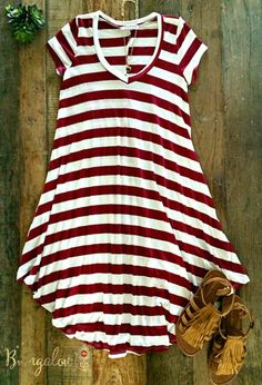 Ultra-comfortable T-shirt dress in Burgundy/Off-White stripe. Measures from shoulder to hem, with sides measuring from shoulder to hem. T-Shirt Custom Trends Cute Dresses, Casual Dresses, Casual Outfits, Summer Dresses, Spring Summer Fashion, Spring Outfits, Mode Outfits, Fashion Outfits, School Outfits