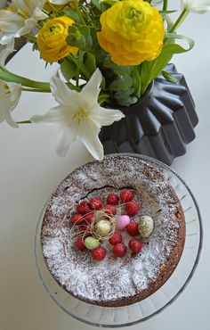 Cake and flowers in Easter theme.#joelhome