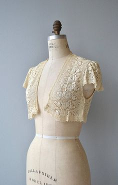 Vintage 1930s cream cotton tatted lace bolero with cap sleeves and no closures. --- M E A S U R E M E N T S --- fits like: small shoulder: 18 bust: free length: 15 brand/maker: n/a condition: very good, a break in the lace on bust ➸ More tops & sweaters https://www.etsy.com/shop/DearGoldenVintage?section_id=5800171 ➸ Visit the shop http://www.DearGolden.etsy.com _____________________ ➸ instagram | deargolden ➸ twitter | deargolden ➸ faceboo...
