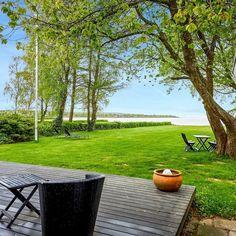 Super fijn en mooi ingericht vakantiehuis aan de zee. Zo fijn!  Strand, Holidays With Kids, Future House, Denmark, Sidewalk, Patio, Exterior, France, To Go