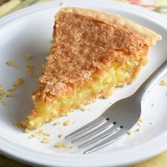Easy Coconut Pie A super easy pie where coconut is the star. Sweet buttery and crispy. With only 5 minutes of prep! Coconut Desserts, Coconut Recipes, Pie Recipes, Healthy Recipes, Just Desserts, Delicious Desserts, Dessert Recipes, Cooking Recipes, Baking Desserts