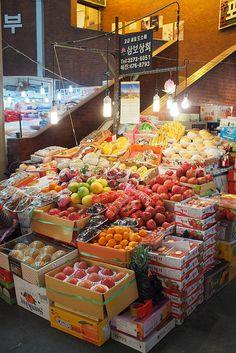 Gwangjang Market - Fresh Produce / 서울 종로 예지 / #골목 #장사 #놓아두기 #시장 / South Korea Travel, North Korea, Korean Street Food, Korean Food, Clean Diet Recipes, Traditional Market, Open Market, Korean Products, Korean Wave