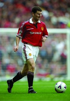 Denis Irwin is best known for his long and successful stint at Manchester United. Manchester United Images, Manchester United Players, Football Fight, Football Players, Man Utd Squad, Man Utd Crest, Bristol Rovers, Premier League Champions, Fa Cup