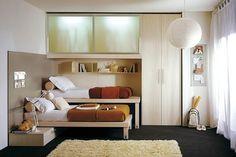 Раскладывающиеся диваны и кресла уже прочно вошли в нашу жизнь, а такой вариант трансформирующейся мебели — это что‑то новенькое! Кровать, спрятанная в другой кровати.