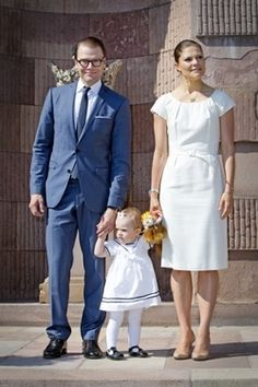 Crown Princess Victoria, Prince Daniel and Princess Estelle open palace at Nationale Day 2013