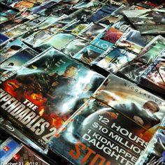 #海賊版#dvd を買う! #shoppinh new #movies at #ruins #philippines #フィリピン#映画