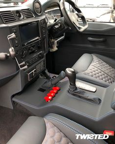 We could spend all day looking at this build. ➡️ Swipe for more photos Land Rover Defender Interior, Land Rover Defender 110, Defender 90, Landrover Defender, Jeep Seats, Fiat 128, Price Model, Car Gadgets, Range Rover
