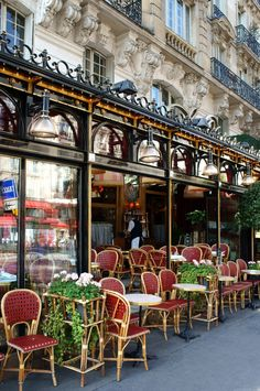 Pavement cafe, Paris