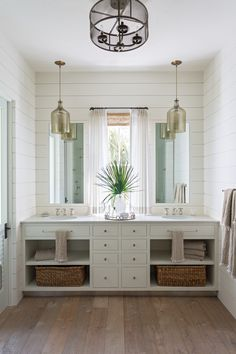 Cheap Home Decor modern farmhouse shiplap walls // jack and jill kids bathroom ideas.Cheap Home Decor modern farmhouse shiplap walls // jack and jill kids bathroom ideas Bathroom Kids, Diy Bathroom Decor, Bathroom Layout, Bathroom Interior, Small Bathroom, Budget Bathroom, Remodel Bathroom, Bathroom Organization, Bathroom Designs